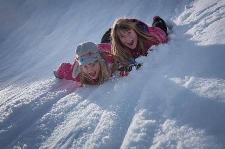 Zabawy na śniegu i tłusty czwartek w klasie 2b.